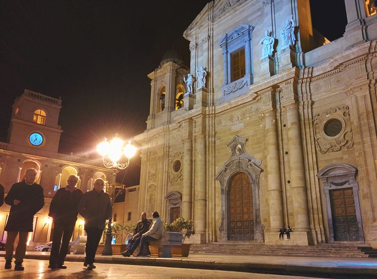 Chiara Magi - Sicilian Vibes - Main square and mother church in Marsala