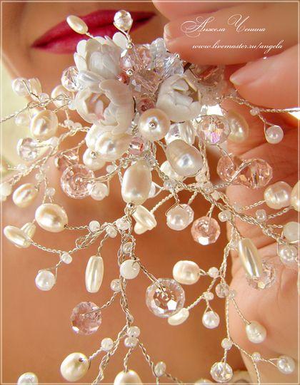 Шпильки в прическу невесты. Свадебные шпильки для невесты. Шпильки с натуральным белым жемчугом и цветами в свадебную прическу. Свадебные шпильки фантазийного стиля.  Украшения в готическом стиле. У