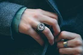 Risultati immagini per anello uomo acciaio mano