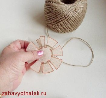 Great new easy method for making miniature dollhouse baskets from twine - easy
