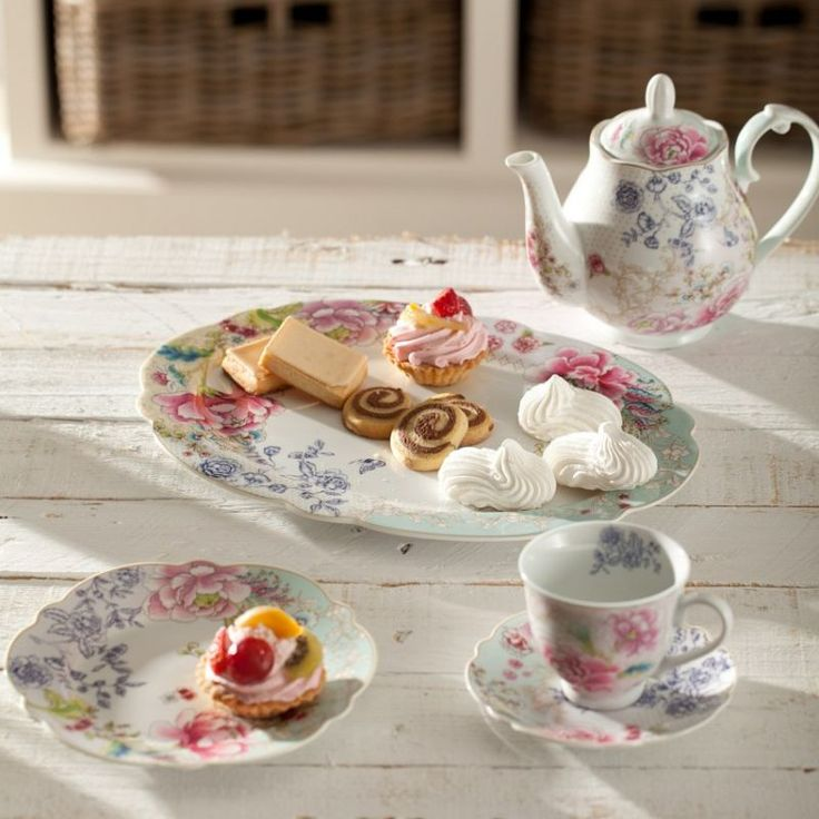 Candy in roses porcelain #dekoriapl #kettle #roses #mug #cup #porcelain #garden #inspirations #sweety #cookie #yummy