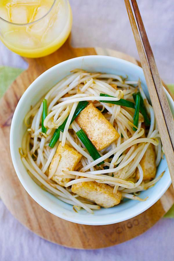 Bean Sprouts with Tofu - easy and healthy bean sprouts with tofu. Refreshing, delicious and a dish that goes well with almost anything | rasamalaysia.com
