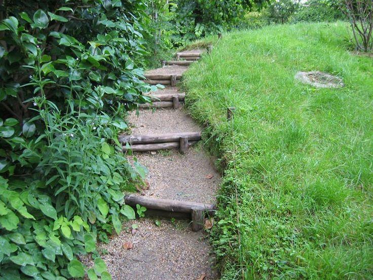Taludes desniveles y escaleras en el jard n getimg jpg for Ideas jardin desnivel