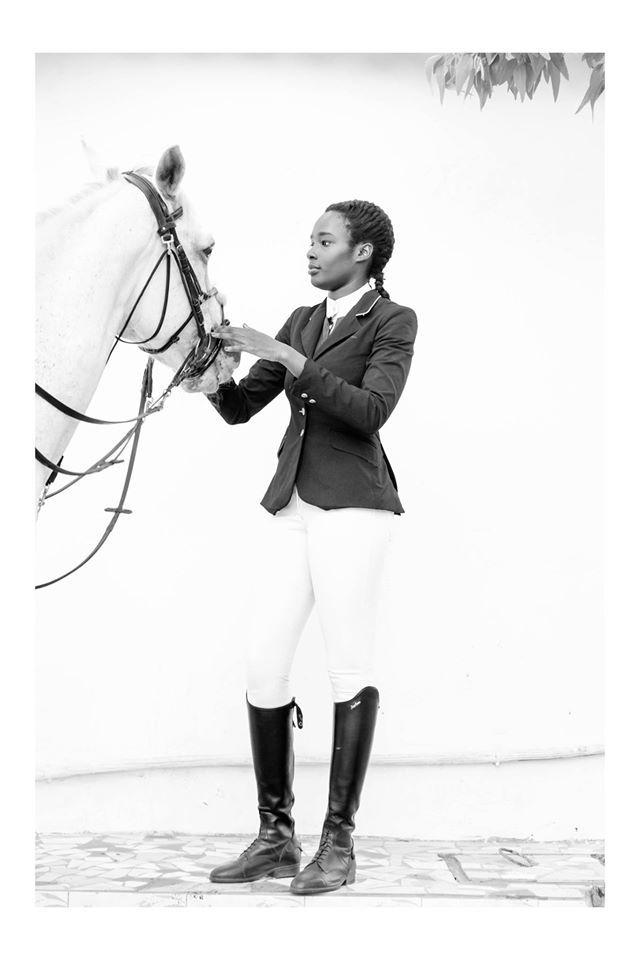 Aissata Diop 18ans cavalière en équitation. Championne du Sénégal avec une qualification aux jeux olympiques de la jeunesse en Chine. Elle est aussi la créatrice de Saddle Store.