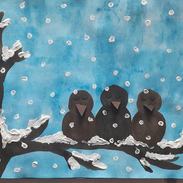 """""""DIE DREI SPATZEN"""" Nach dem zauberhaften Gedicht von Christian Morgenstern ✏✂️ Hier die Schritt-für-Schritt-Anleitung  zum Nachmalen ... #kunst #grundschule #grundschulekunst #wasserfarben #ideenfürkunst #winter #weihnachten #schnee #spatzen #christianmorgenstern #kunstfürkinder #kunstgrundschule #kunststunde #kunstindergrundschule #diedreispatzen #deckweiß #arteducation #artforkids"""