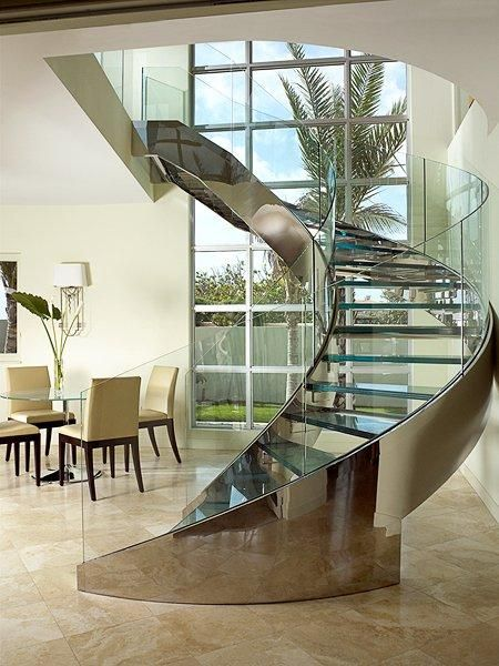 Edelstahltreppen http://stainlesssteelproperties.org Spiral stainless steel staircase, beautiful polished, looks great love it. http://stainlesssteelproperties.org