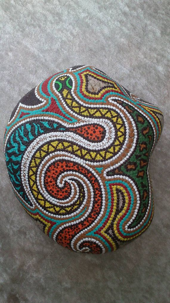 Dot painting stone WILDLIFE of lovingly hand-painted River pebbles weatherproof and UV resistant, 18 cm in diameter (length)