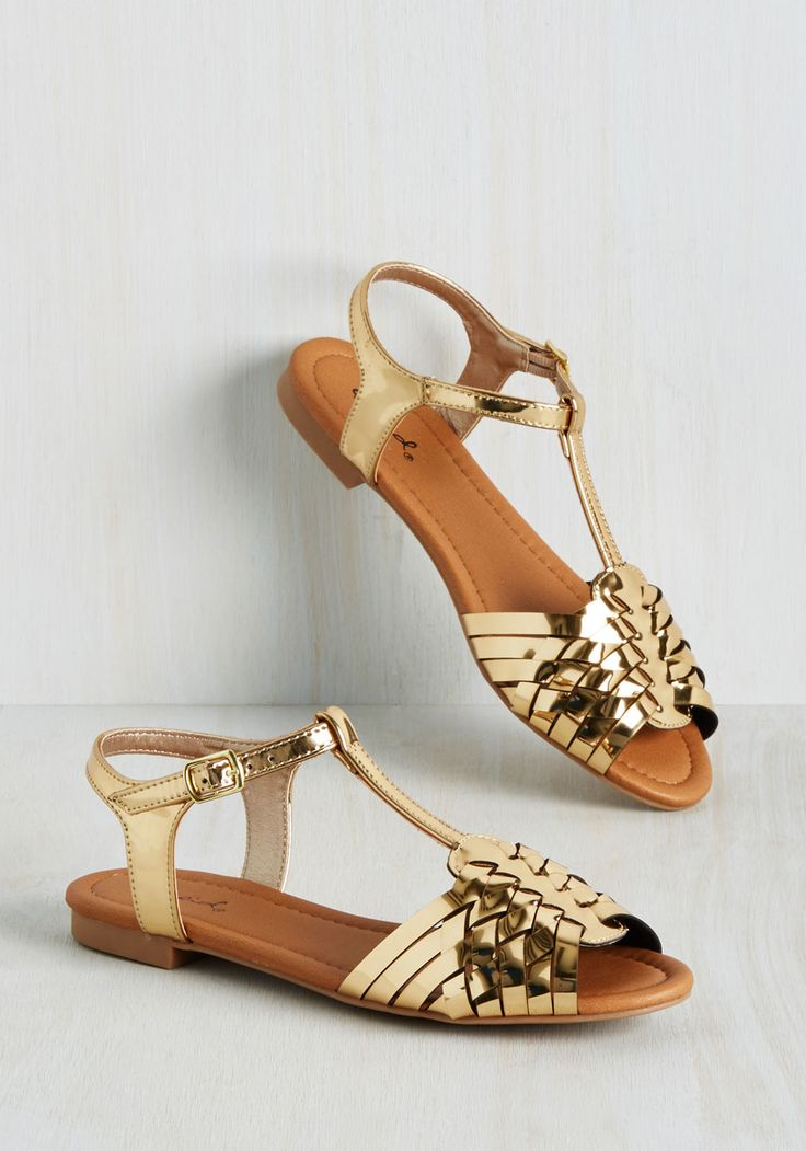Who says you need heels for your wedding? Especially when you can have  metallic gold