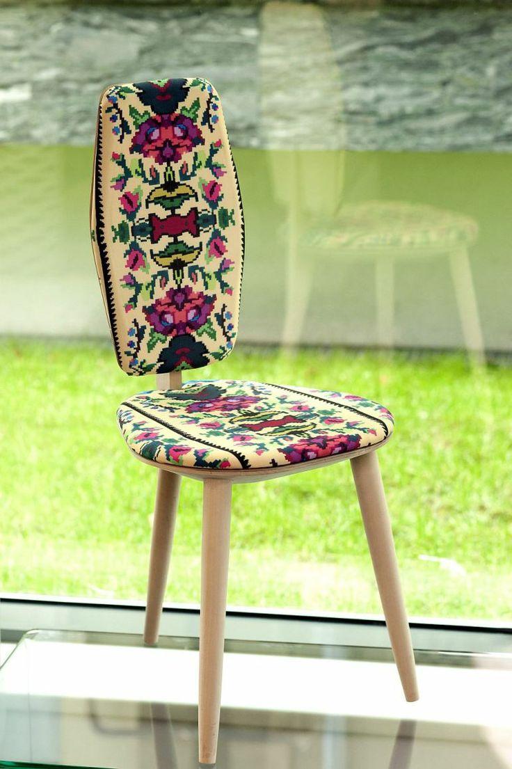 Stool Lana Photoliu with Romanian traditional patterns, design Photoliu