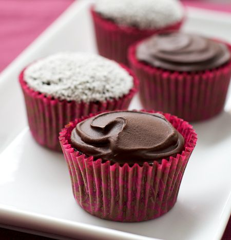 Chocolate Beet Cupcakes with Ganache and Marshmallow FillingOlive Oil, Beets Cupcakes, Chocolates Beets, Chocolate Cupcakes, Chocolates Cupcakes, Food Blog, Marshmallows Filling, Christmas Cupcakes, Baking Soda