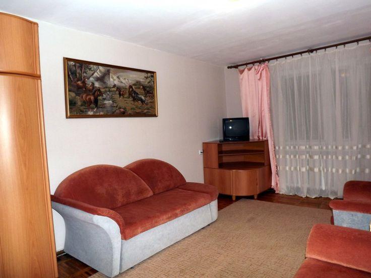 Предлагаем для долгосрочной аренды в Ставрополе  1 - комнатная квартира по адресу Дзержинского233,, ремонт косметический,мягкая мебель, общей площадью 33.5 кв.м, дом Кирпич, Центральное отопление, Газ-плита, наличие бытовой техники - стиральная машина (+), холодильник (+), телевизор (+),парковка стихийная, номер объявления - 17689, агентствонедвижимости Апельсин. Услуги агента только по факту заключения договора.Фотографии реальные.   Подробно…