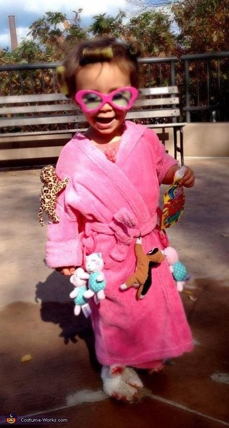 Crazy cat lady costume for a child to go as for Halloween. Creative and made me laugh.