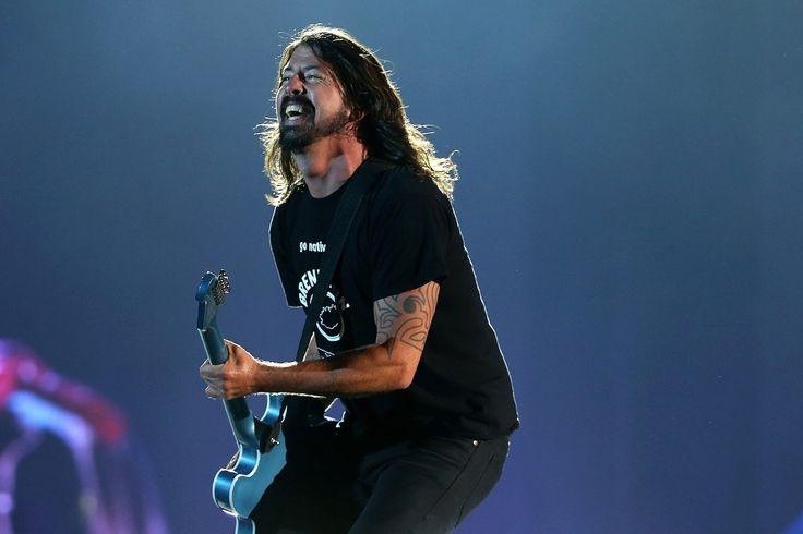 Пол МакКартни сыграет на ударных на альбоме Foo Fighters Concrete And Gold - http://rockcult.ru/news/paul-mccartney-plays-drums-new-foo-fighters-album/
