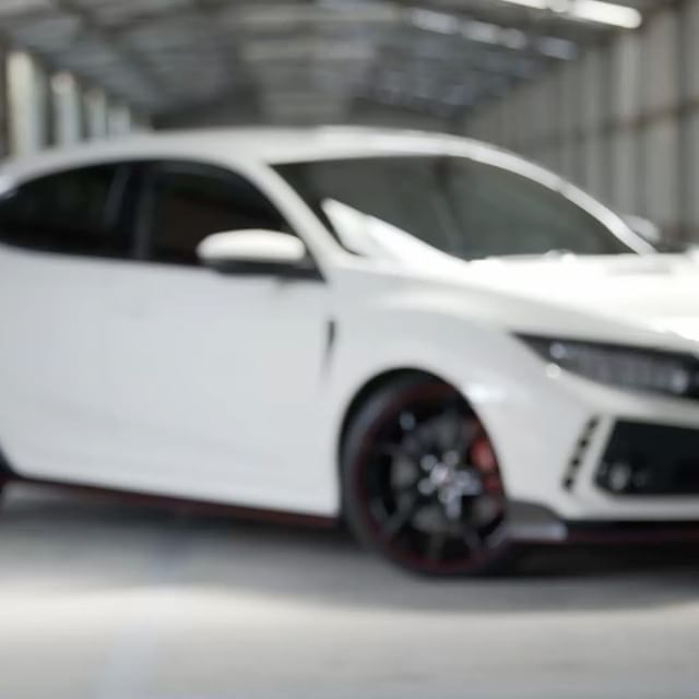 The new Honda Civic Type R is here 👏🏼Watch @melindapriceracing take it around the track at Broadford! #vplates #customplates #vicplates #honda #hondaaustralia #hondacivictyper #typer #civic #civictyper