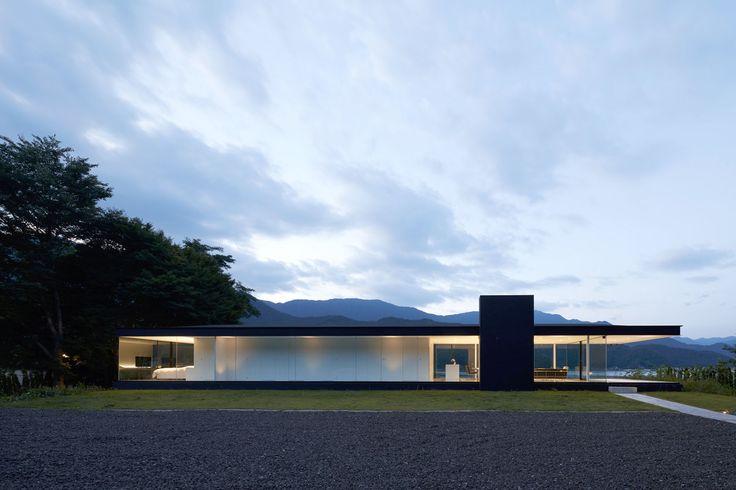 Lakeside House is a minimal lake house located in Yamanashi, Japan, designed by Shinichi Ogawa & Associates.