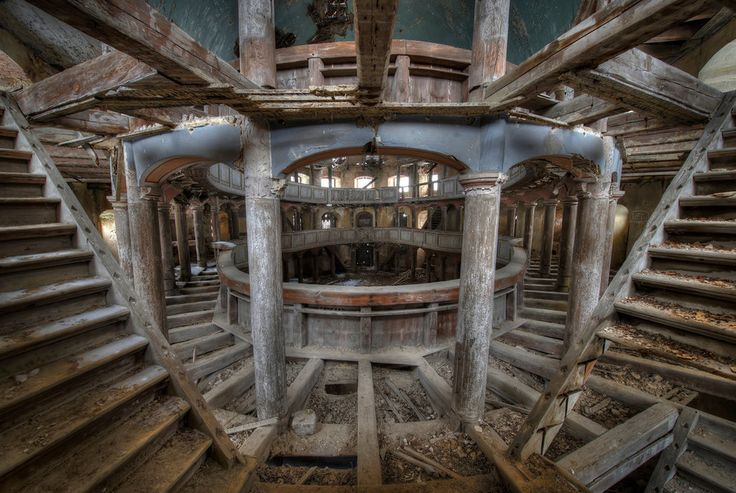 "Niki told BuzzFeed: ""The fascination for abandoned places started when I was a kid. There was an old abandoned house with a factory close to my town."" 