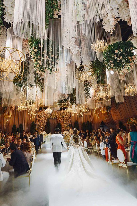 Luxuriöse Hochzeit in Barvikha von The Studio Decor in Moskau. #schöne Hochzeit…   – Wedding Place