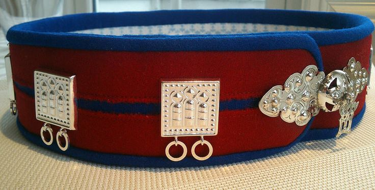 Silba avvi - Saami belt with silver for a married woman, Gällivare, gällivarekolt Handarbete av/made by Eva Simma.