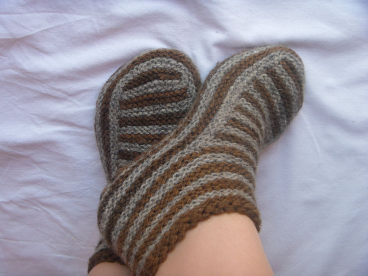 Pinterest Knitting Patterns For Slippers : 1000+ ideas about Knit Slippers Pattern on Pinterest Knit slippers, Knitted...