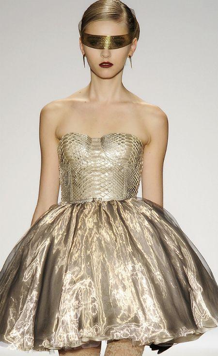 Dennis BassoDresses Shops, Fashion Beautiful, Sweets Dresses, Gold Dresses, Metals Fashion, Fashion Beauty, Golden Dresses, Fashion Fierce, God Dresses