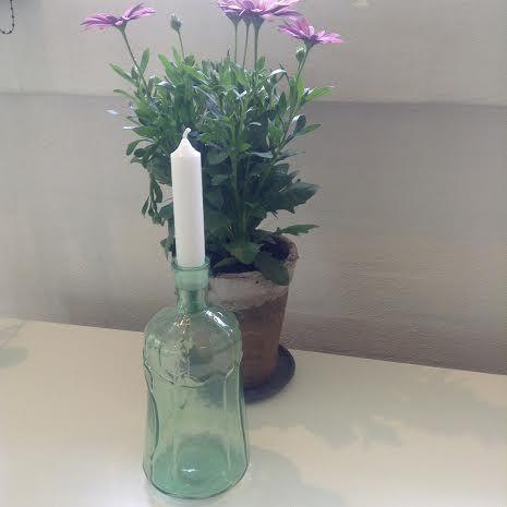 Flot Flaskestage i grøn til bedelys fra Ib Laursen H: 25 cm D: 9 cm Køb den på:  www.regit-design.dk