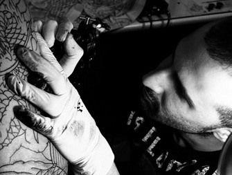 España //Madrid  Tatuaje JaponesenMadrid Tatuador: Cisco Morales   Cisco Morales es probablemente uno de los mejores cultivadores de los tatuajes de estilo japonés en España. Nació en Ibiza en 1984, viviendo durante su infancia a caballo entre Argentina, Madrid y la propia Ibiza. En la segunda ciudad, precisamente, sería
