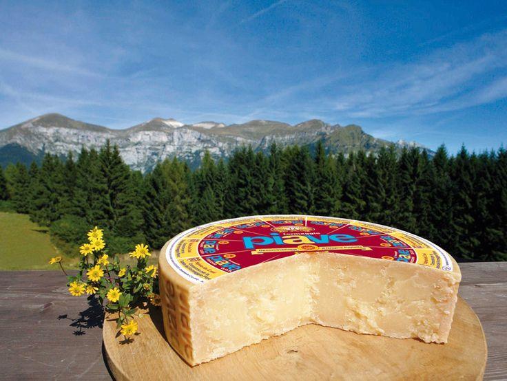 Il formaggio Piave deve il nome all'omonimo fiume ed è -col suo sapere genuino- uno dei cardini della cucina bellunese
