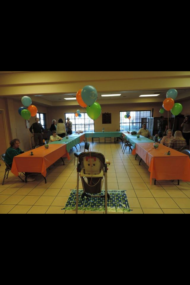Bubble guppies party room decorations tables and balloons
