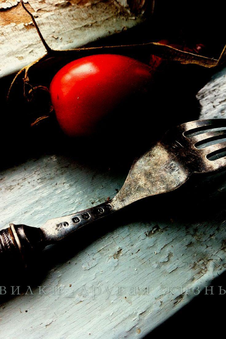 Fork and tomato / Вилка и помидор. #fork; #photo; #art; #cutlery; #вилка; #фотография; #искусство;