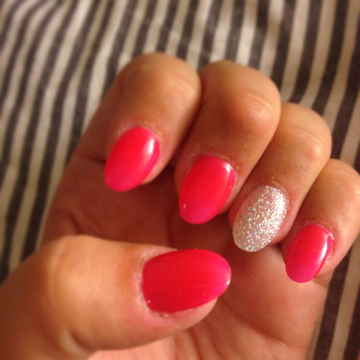 Oval Shaped Pink and Silver Sparkle Nails #pink #silver #sparkles #gel #manicure #oval #almond #shaped #mallofamerica #LAnails
