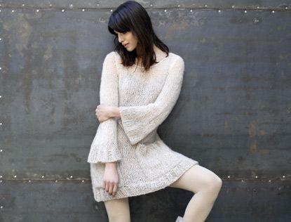 Suivez ce modèle de tricot et réalisez facilement cette robe pull vaporeuse. En version robe, longueur genoux ou en version courte pour un esprit mini...