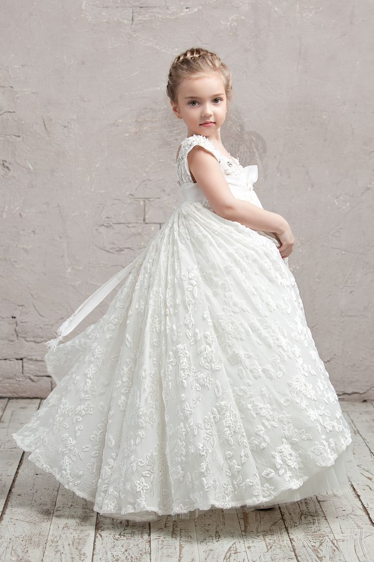 Panne velvet dress with #handmade #embroidery. #couture #hautecouture #kids #dress #luxury #exclusive #limited #highfashion #fashion #Bibiona