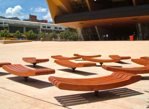 Benches, Parque de los Deseos.  I think these are rotating benches, if not, they should be.