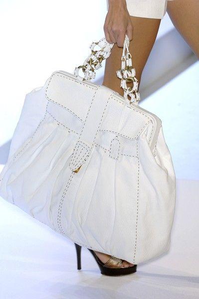 I love this white bag