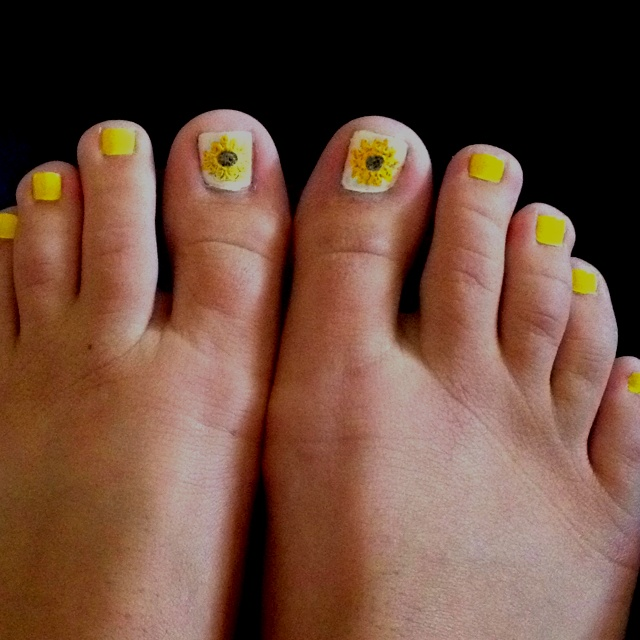 Sunflower toe nails : Glamor Nails Hair Makeup, Cutie Nails, Nail Art My, Fingernail Designs, Toe Nails, Lil Toes, Fancy Nails, Sunflower Toe