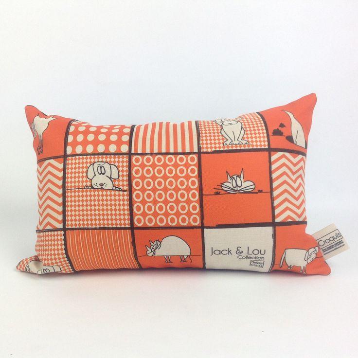 Le chouchou de ma boutique https://www.etsy.com/ca-fr/listing/500285778/coussin-decoratif-coussin-orange