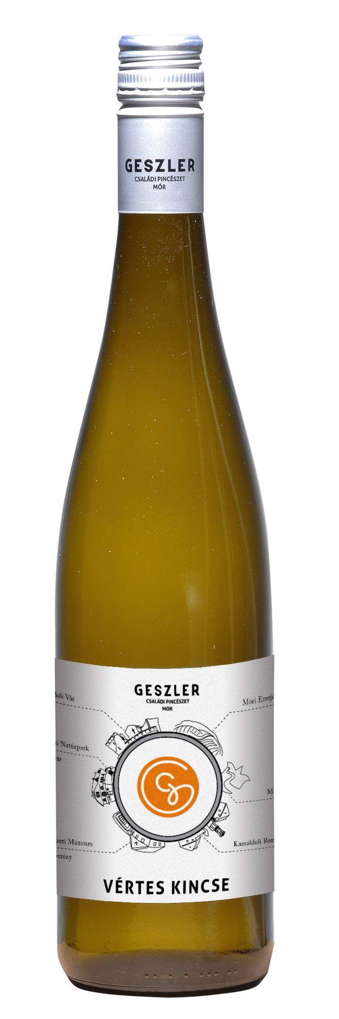 2014-es boraink új címkéinkben Mór (Móri Ezerjó 2014), a helyi meglátogatható látványosságok, mórikumok, a Móri Borvidék, a Bakony (Bakony kincs 2014) és Vértes látnivalói (Vértes kincse 2014) játsszák. Hiszen a jó móri borok mellett szeretnénk Ezerjó élményeket is kínálni a borainkat kóstolóknak. Hogy kedve támadjon felkeresni ezt a kis ékszerdobozt a Vértes és a Bakony hegység között, ehhez adunk egy kis segítséget a címkéken is és termeszesetesen a pincénkbe látogatóknak személyesen is.