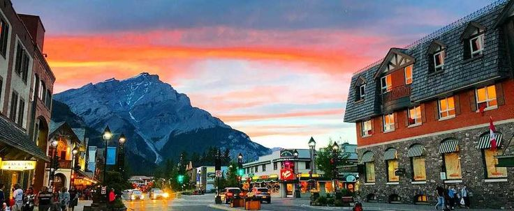 14 Adorable Small Towns In Alberta You Need To Visit featured image