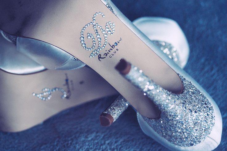 Fantastic wedding shoes with killer heels and sparkles. And I Do rhinestones at the bottom. Spannende trouwschoenen met hoge hakken en glitters. En I Do glittersteentjes. Swarovski. Rainbow.  Made by me/ Gemaakt door mij: www.fotozee.nl