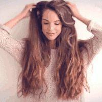 Saçlarınız yıpranmış, kuru, canlılığını ve parlaklığını kaybetmiş bir biçimde ise onları canlandıran ve parlaklaştıran 10 doğal tarifimize mutlaka göz atmalısınız.