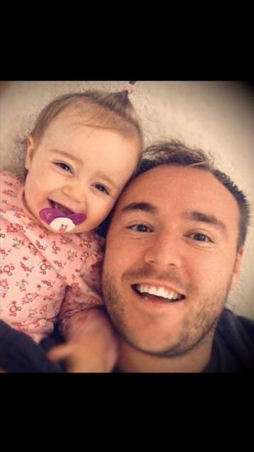 Aw! Coronation Street actor Alan Halsall is obviously a proud daddy as he shared this cute pic of himself with little Sienna-Rae, his daughter with Lucy-Jo Hudson.   14 October 2014   #daddyslittleprincess