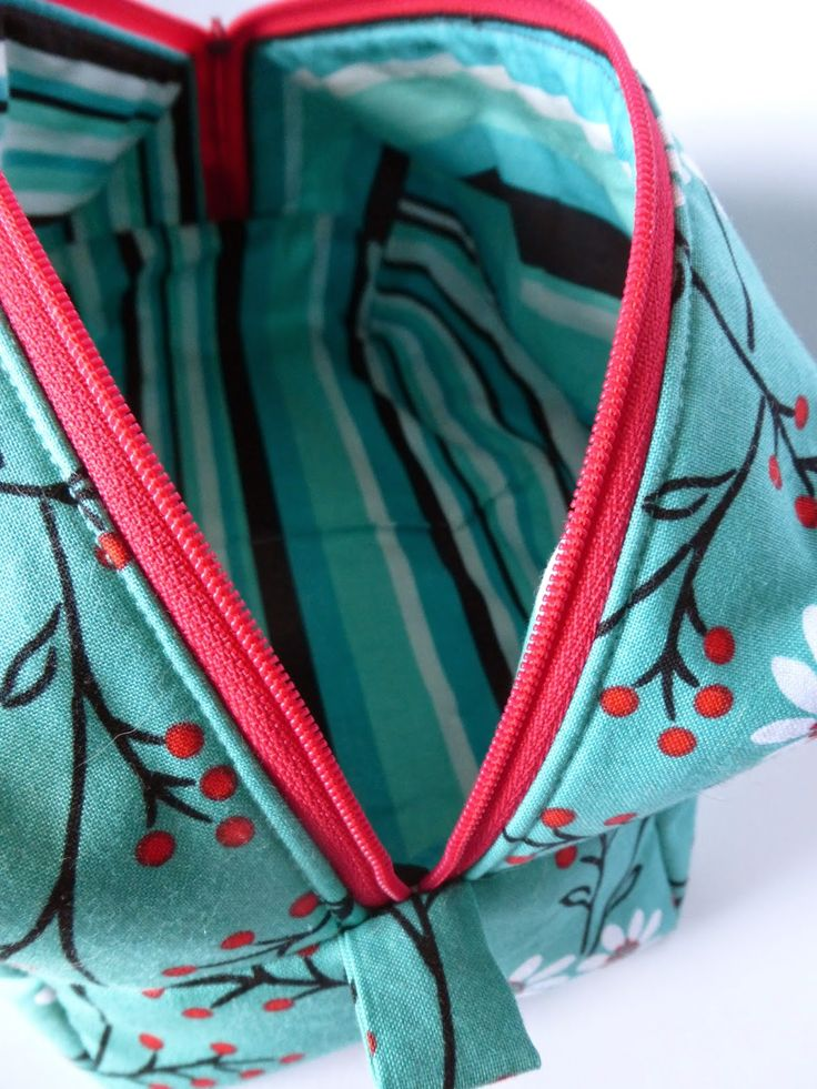 Zippered Knitting Project Bag Tutorial : Fat quarters zip boxed pouch tutorial the
