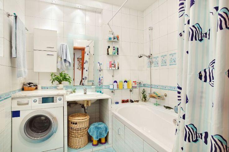 Da, avem băi mici, mai ales la bloc și de multe ori ajungem să montăm mașina de spălat rufe la bucătărie. Dar dacă regândești puțin baia ai putea avea loc pentru acest obiect electrocasnic chiar su...