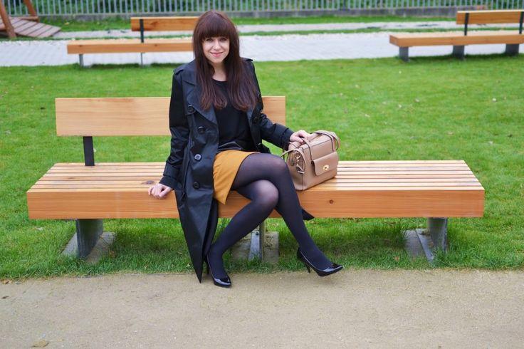 Welcome to Wienna_Katharine-fashion is beautiful_Čierne lakované lodičky_Čierne pančuchy_Žltá sukňa_Katarína Jakubčová_Fashion blogger #fetishpantyhose #pantyhosefetish #legs #heels #blogger #stiletto#pantyhose #black