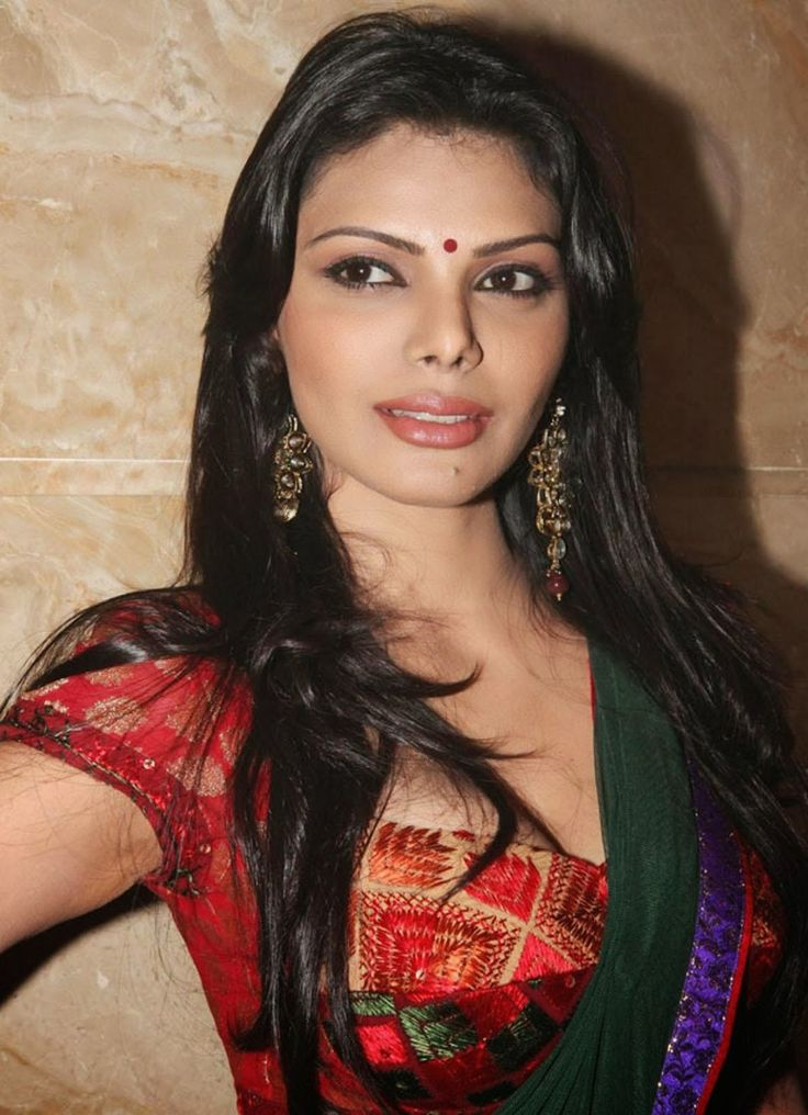 SOUTH INDIAN ACTRESSES WALLPAPERS: Sherlyn Chopra looking sexy in Green Saree and Red Blouse