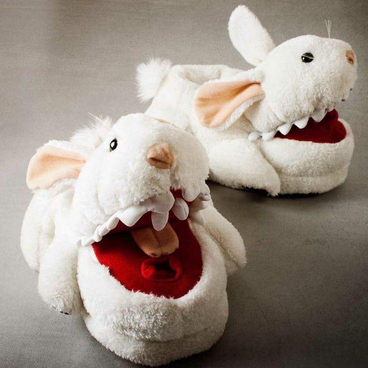 Cadeau idee voor 1 van mijn broers: Killer Konijn Pantoffels - Spotted by Milledoni
