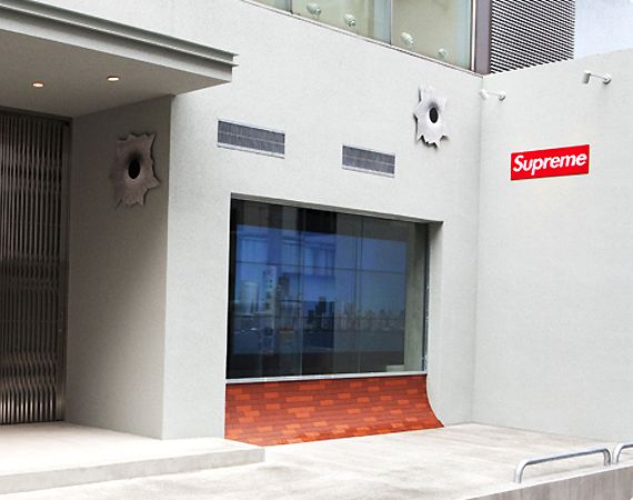 Supreme Store Osaka