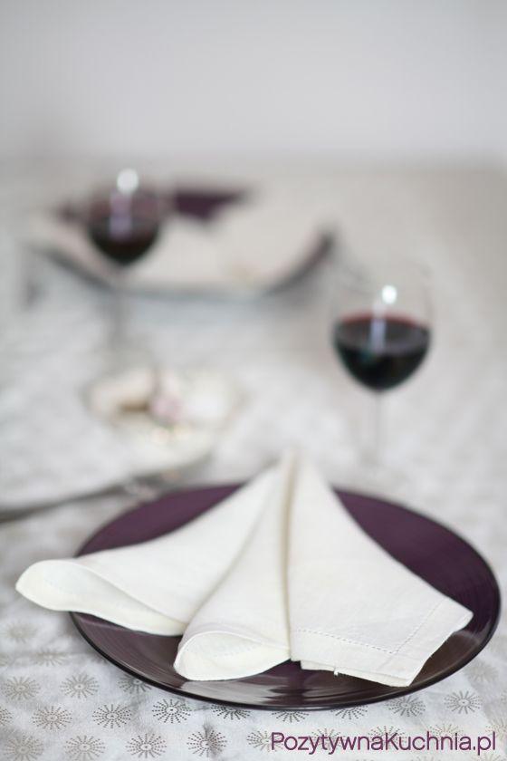 Serwetka złożona w stylu francuskim - #poradnik o tym jak złożyć serwetkę w stylu francuskim  http://pozytywnakuchnia.pl/serwetka-w-stylu-francuskim/  #home #dom #decor