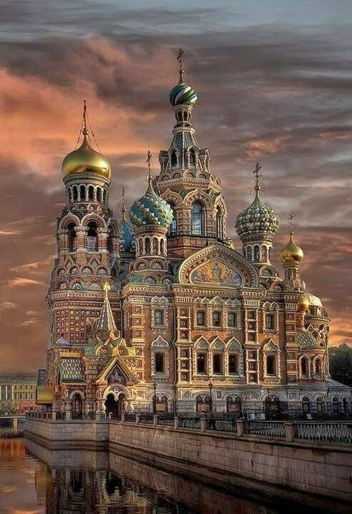 Russian architecture, St Basil's Moscow. the Tzar that commissioned this poked out the eyes of the architect after it was finished so that he couldn't make anybody else another beautiful building ^_^