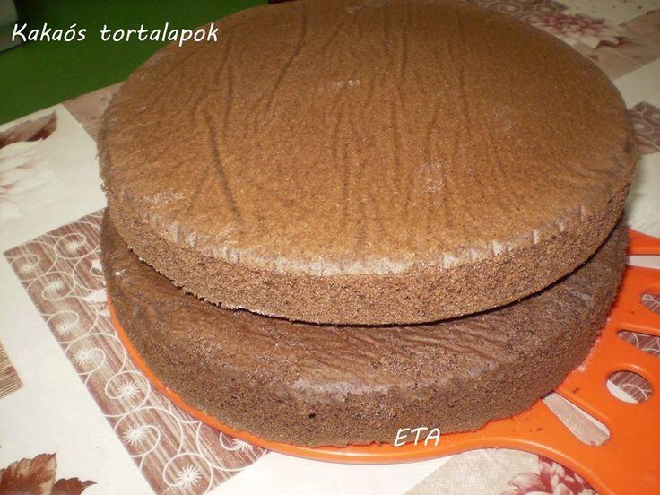 Eta hagyományos tortái- Kakaós tortalapok Eta módra Hozzávalók 1 laphoz: 6 tojás 12 dkg porcukor 13 dkg liszt 3 ek víz 2 ek olaj 2,5 dkg kakaópor 6 gr sütőpor pici só - A tojásokat kettéválasztom, fehérjét pici sóval kemény babbá verem. Sárgaját a cukorral, vízzel, olajjal kézi mixerrel (mert nincs robot gépem) habosra keverem majd bele szitálom a sütőporos lisztet a kakaóporral és bele keverem a tojás fehérje habot. Mindig a fehérjét keverem elősször mert utánna keverem a sárgaját.